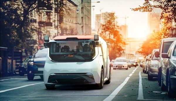 没有踏板和方向盘!通用首款无人驾驶汽车首发:定名Cruise Origin
